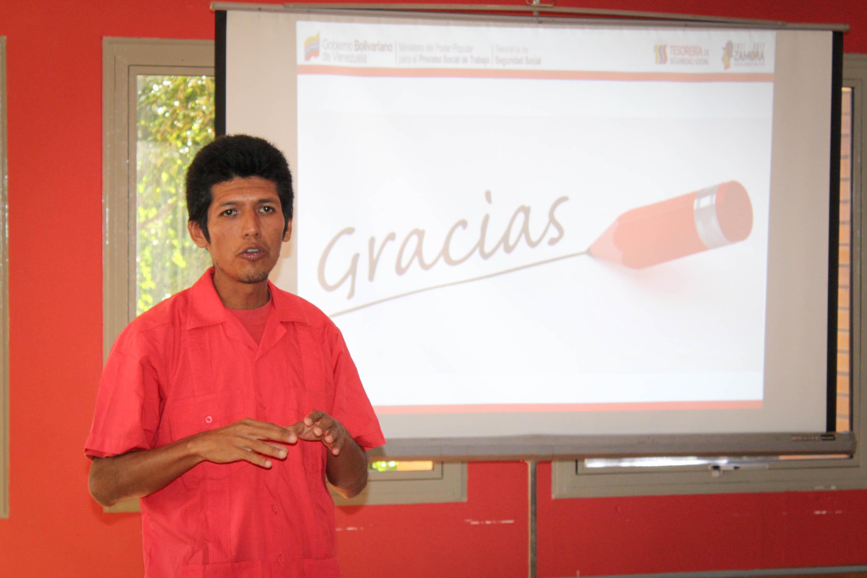 """Charla informativa: """"¿Qué son las TIC?"""" por Rafael Eduardo Ríos"""