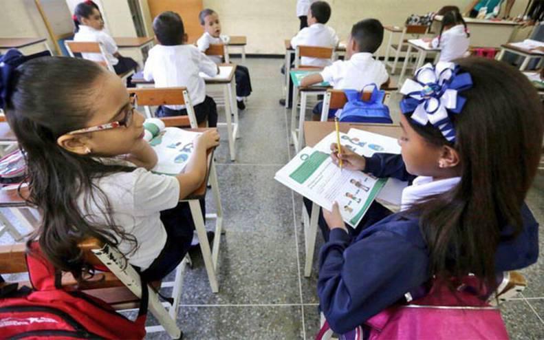 Más de 8 millones de estudiantes retornan a clases este lunes